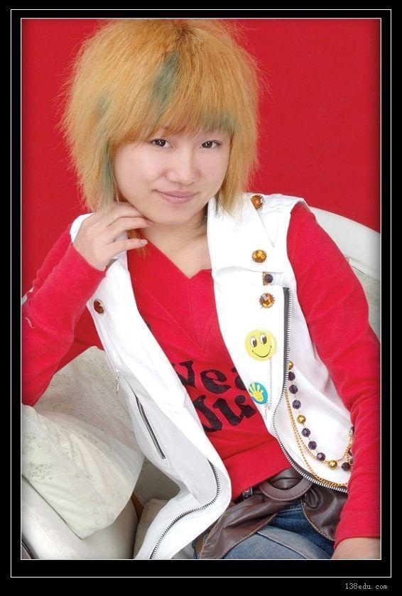 美发沙龙高级发型师  进修于上海沙宣学校创意裁剪班