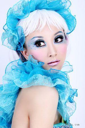 1996年任台北(重庆)薇薇新娘婚纱摄影化妆造型师1997年任