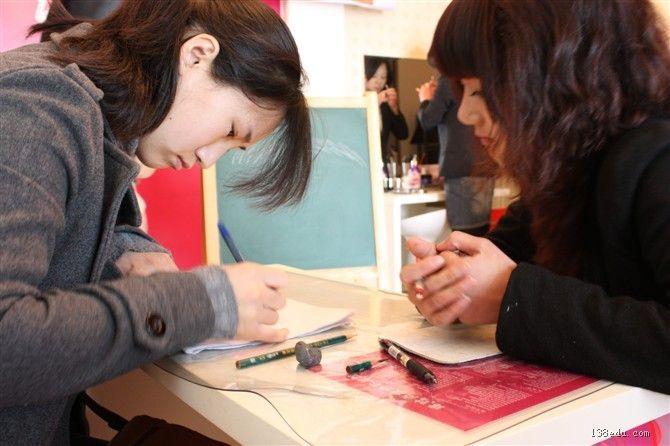 最新美甲视频技术、视频、纹绣-中国美容美发侦查教育网室图片培训图片
