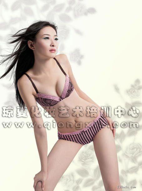 作品名称:海丝模特电视大赛 br>发布作者:福建泉州琼夏专业化妆培训
