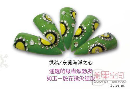 深墨绿色美甲图片