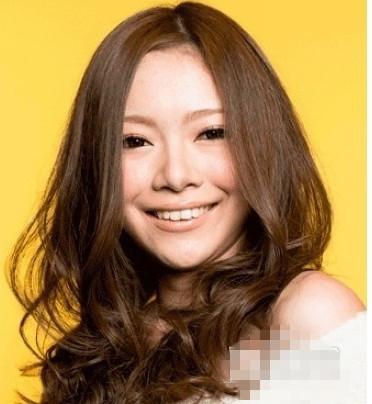 9款大脸圆脸适合发型,中分卷发瘦脸最神奇图片