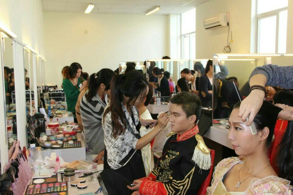 梦妆造型化妆美甲纹绣职业培训学校